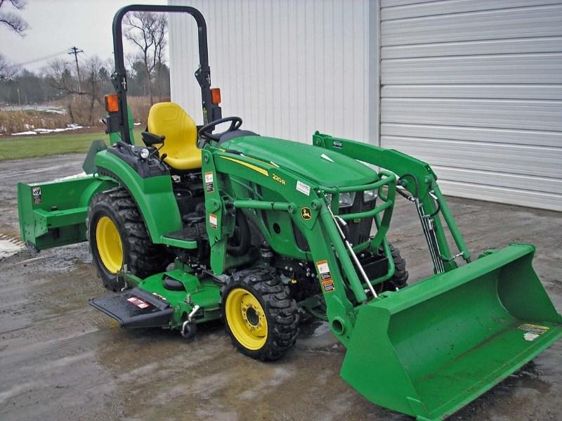 2017 John Deere 2032R Tractor For Sale