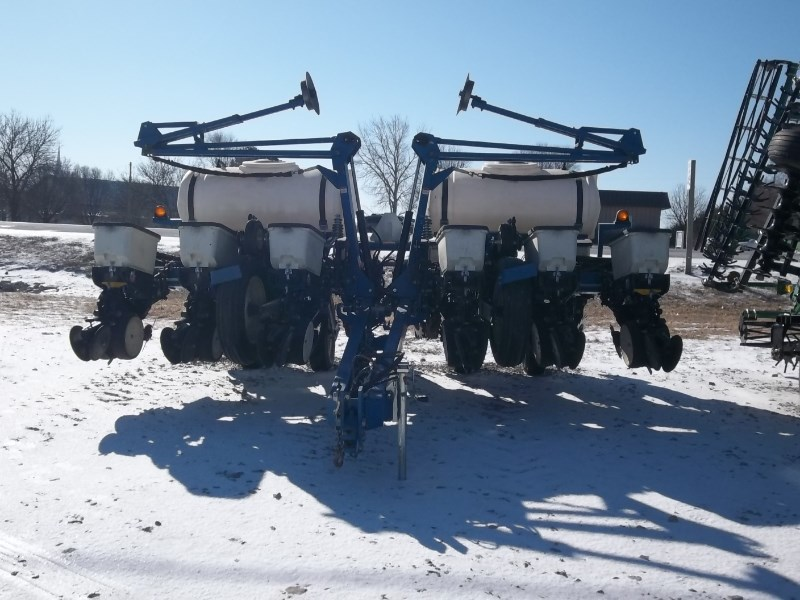 Kinze 3200 12RN Planter For Sale