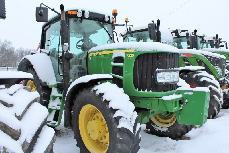 2009 John Deere 7230 Tractor For Sale