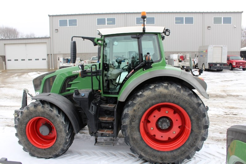 2015 Fendt 824 Tractor For Sale