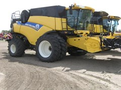 Combine For Sale 2012 New Holland CR8090 , 442 HP