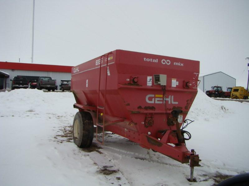 Gehl 8335 Feeder Wagon-Portable For Sale