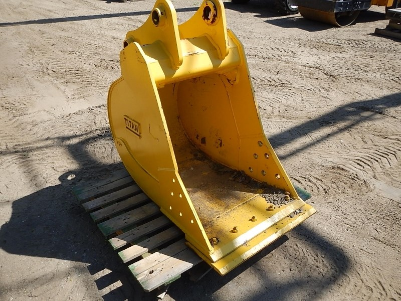 2012 B&D Fabricators 30EXC, Fits Kobelco SK140, Bolt On Edge, 75MM Pin Excavator Bucket a la venta