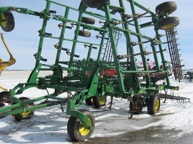2004 John Deere 2210 Field Cultivator For Sale