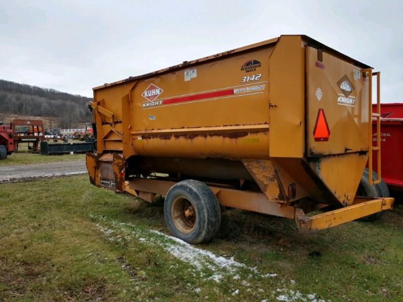 Kuhn 3142 Feeder Wagon-Power For Sale