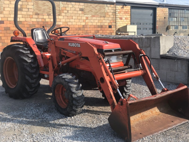 1997 Kubota L2900 Tractor - Compact For Sale