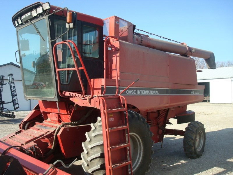 1992 Case IH 1640 Combine For Sale