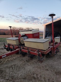 Planter For Sale 1984 IH 950