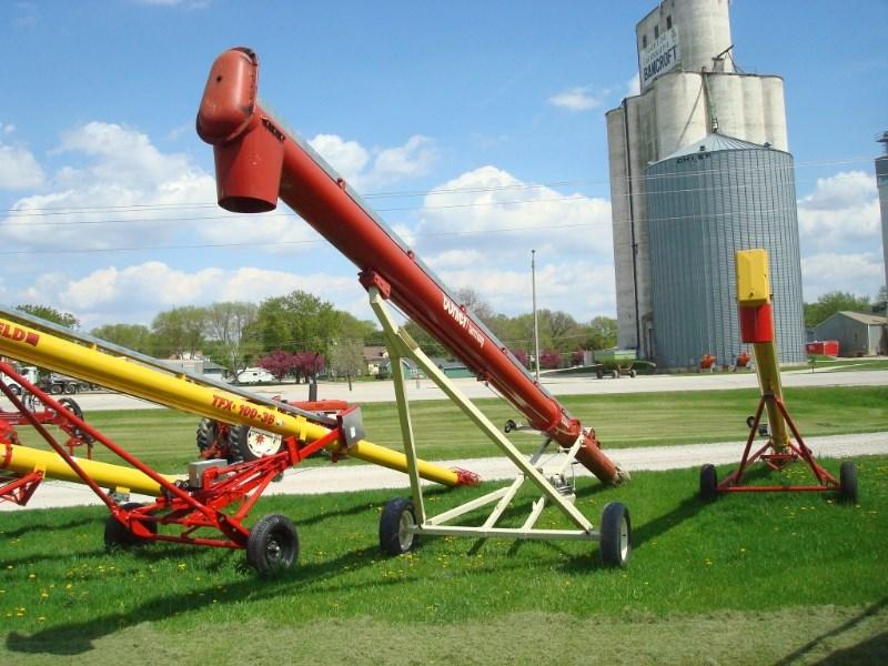 2006 Buhler Farm King 1336 Auger-Portable For Sale