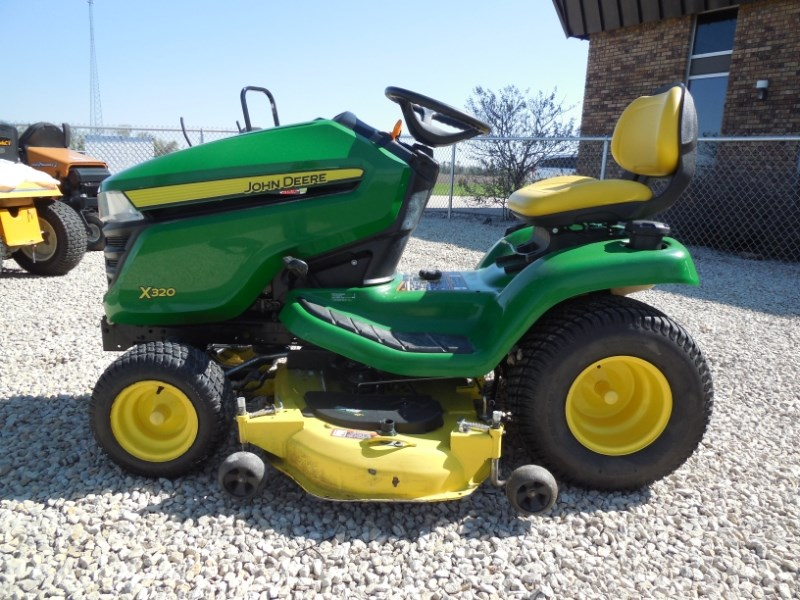 2014 John Deere X320 Riding Mower For Sale