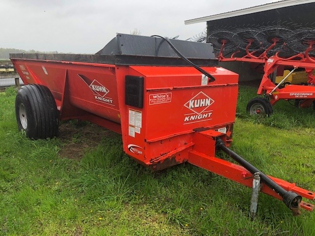Knight 8114 Manure Spreader-Dry/Pull Type For Sale