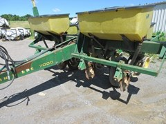 Planter For Sale 1980 John Deere 7000