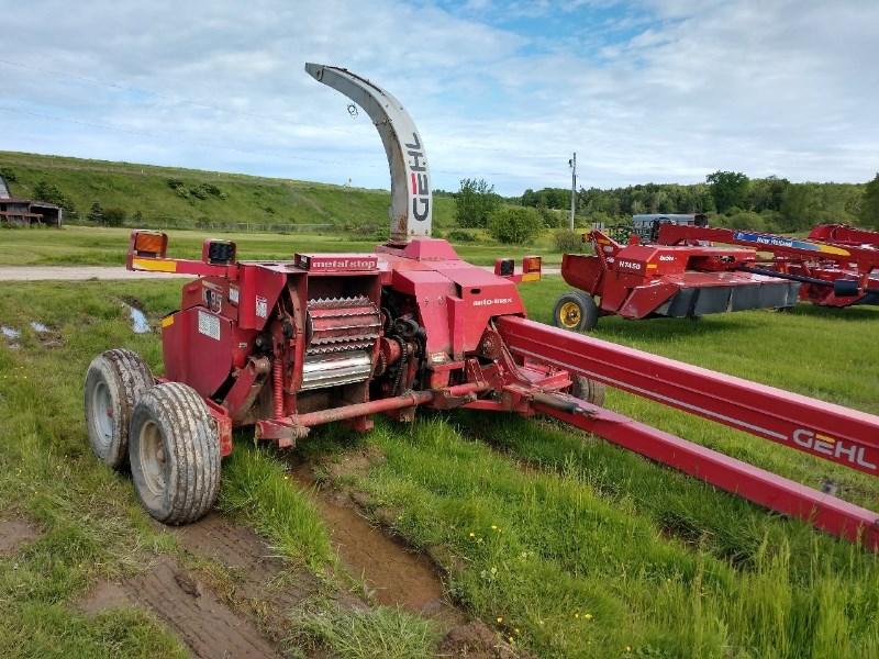 2006 Gehl 1085 Forage Harvester-Pull Type For Sale