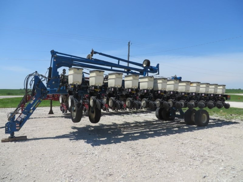 2001 Kinze 3700 Planter For Sale