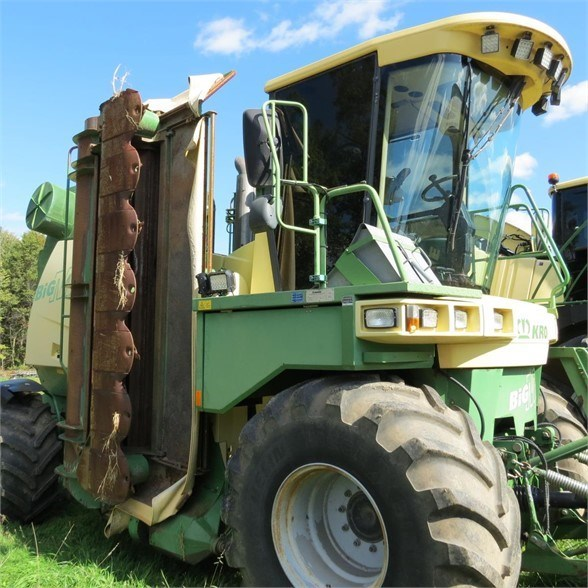 2006 Krone BIG M Windrower-Self Propelled For Sale