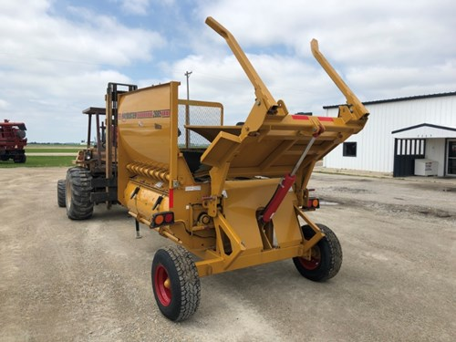 Bale Processor For Sale:  2015 Haybuster 2665