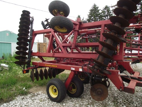 Disk Harrow For Sale:  2003 Sunflower 1434