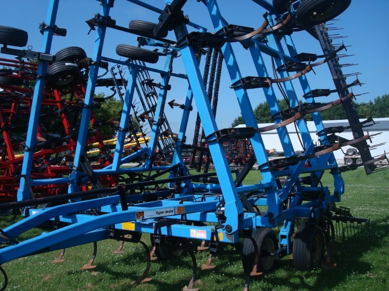 DMI TIGERMATE Field Cultivator For Sale