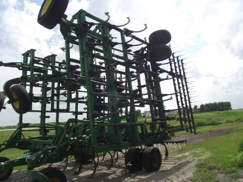 2010 John Deere 2210 Field Cultivator For Sale