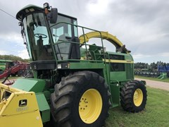 Forage Harvester-Self Propelled For Sale 2001 John Deere 6850