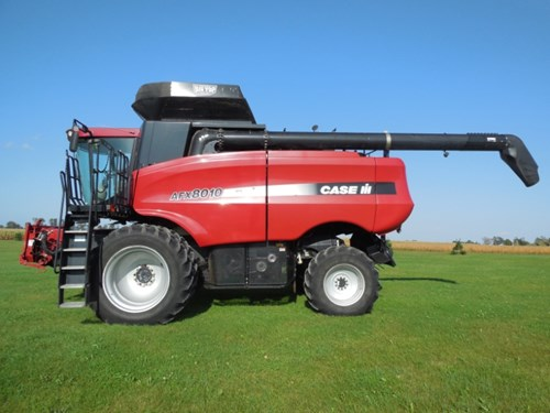 Combine For Sale:  2004 Case IH 8010