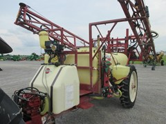 Sprayer-Pull Type For Sale 2004 Hardi NM550