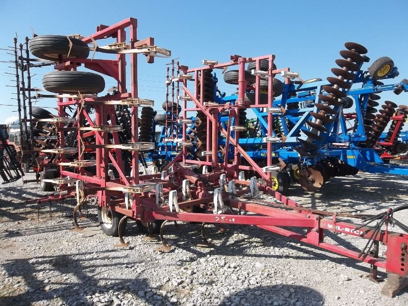 Wil-Rich 2500 Field Cultivator For Sale