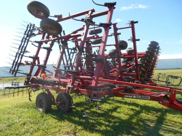 Case IH 4300 Field Cultivator For Sale