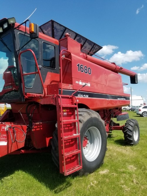 Combine For Sale:  1988 Case IH 1680