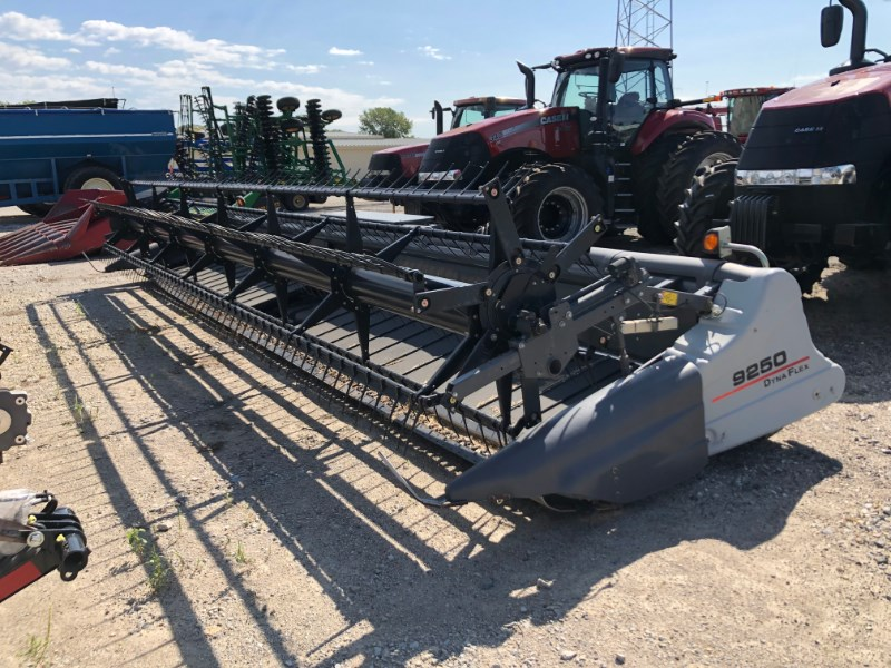 2014 Gleaner 9250 30' Header-Draper/Flex For Sale