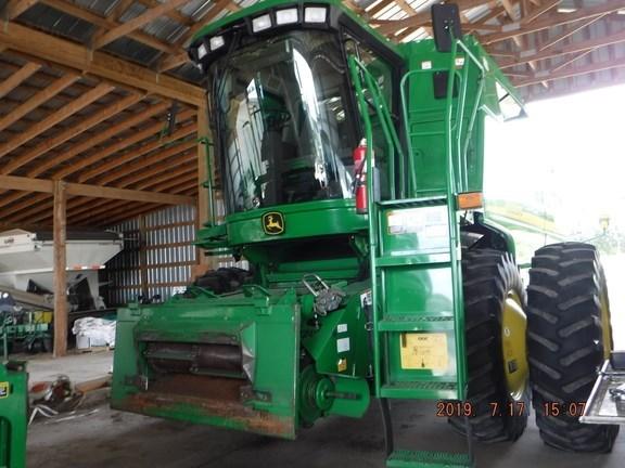 2005 John Deere 9560 STS Combine For Sale
