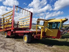 Bale Wagon-Self Propelled For Sale 2001 New Holland 1089
