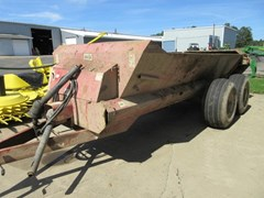 Manure Spreader-Dry/Pull Type For Sale 1999 H & S 1806