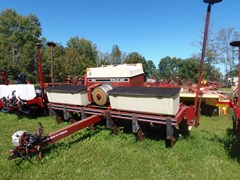 Planter For Sale IH 800