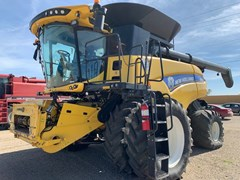 Combine For Sale 2015 New Holland CR8.90