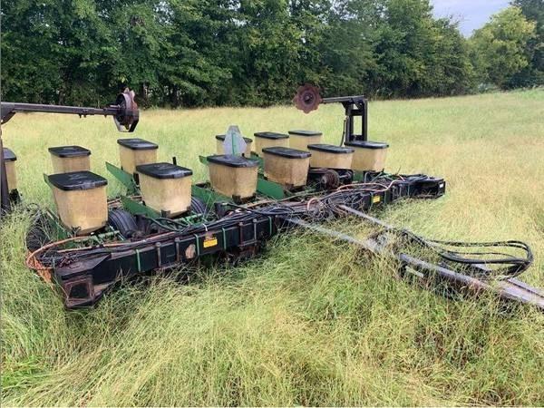 Black Machine 12F Planter For Sale