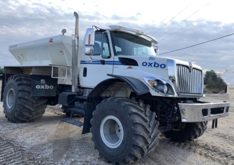 2010 Oxbo International Corporation 7400 Floater/High Clearance Spreader For Sale