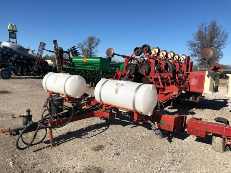 International 800 Planter For Sale
