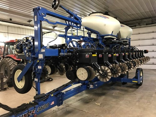 Planter For Sale:  2015 Kinze 3600