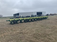 Planter For Sale 1999 John Deere 1720