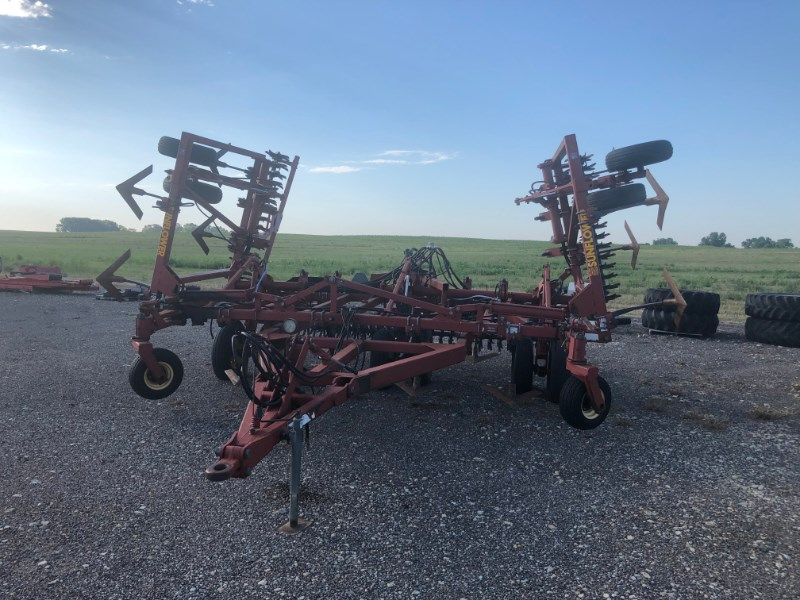1996 Sunflower 3040-28 Fallow-King Sweep Plow-Chisel For Sale