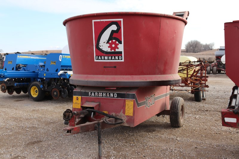 Farmhand F880C Grinder Mixer For Sale