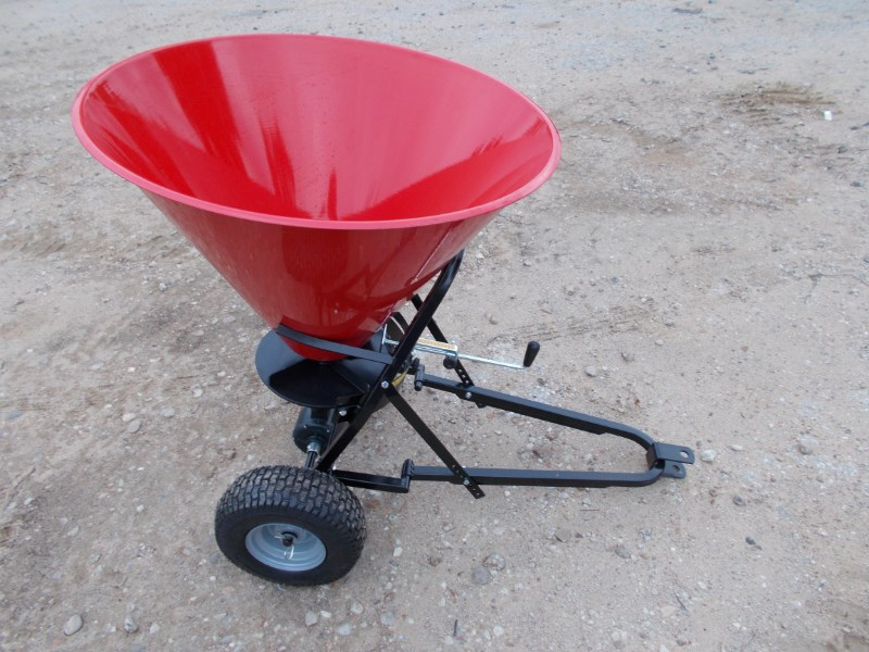 Tar River New Large Pull Type Fertilizer / Seed Spreader Fertilizer Spreader For Sale