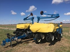 Planter For Sale 2004 Kinze 3200