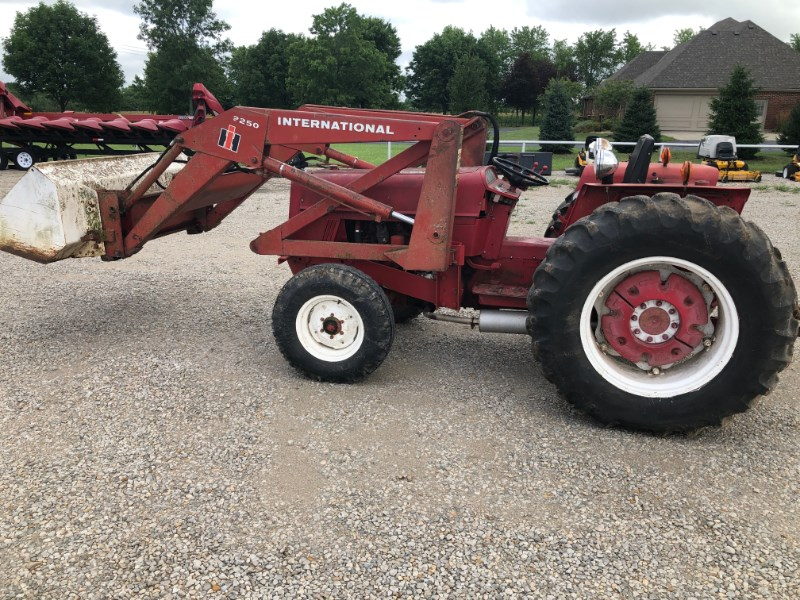 1978 IH 464 Tractor For Sale
