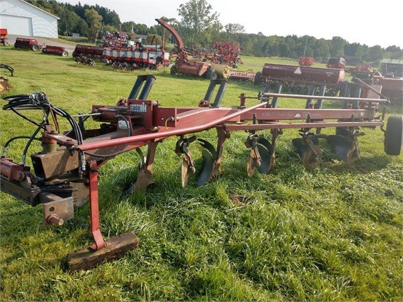 Case IH 735 Plow-Moldboard For Sale