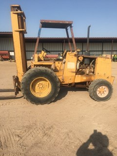 Lift Truck/Fork Lift-Rough Terrain For Sale Case 586E