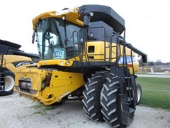 Combine For Sale 2009 New Holland CR9040