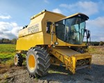 Combine For Sale: 1999 New Holland TX68
