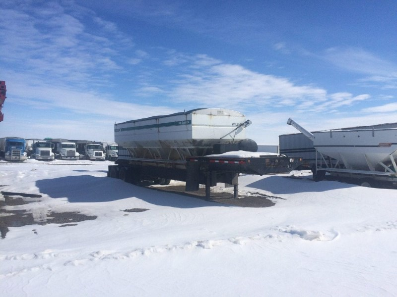1999 Willmar  Dry Fertilizer-Transport Auger Trailer For Sale